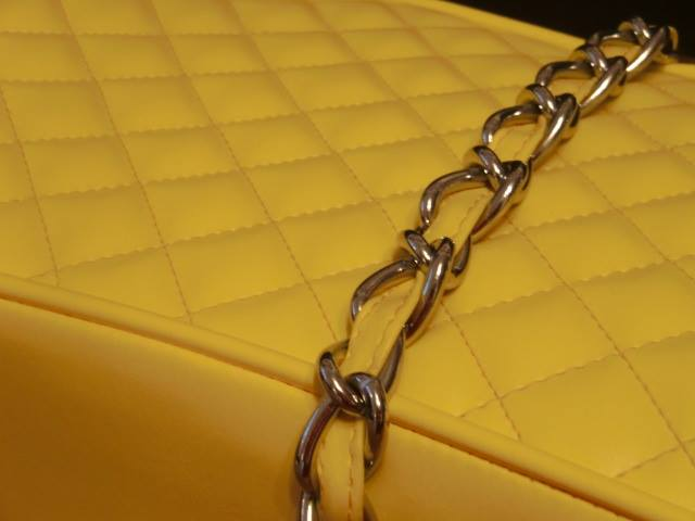 A dog choke chain has been used to create a femine touch to the seat strap, which is cosmetic only.