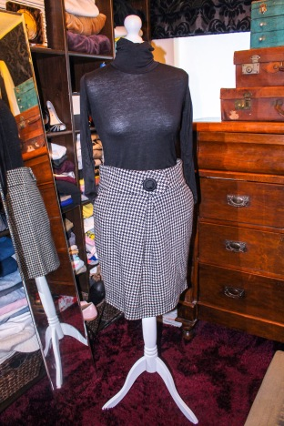 Wool houndstooth skirt £4 (small repair needed)